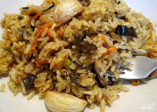 Аппетитный рис с баклажанами